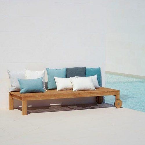 Amaze_sunbed%20w.cushions2